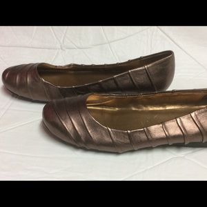 "Me Too Leather Flats ""Laden"" Bronze"